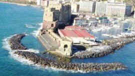 Castel dell'Ovo vista da mare